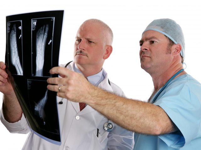 Nawrót haluksów po operacji? – Zdjęcie RTG wykonane po zabiegu może temu zapobiec. Wyniki badań.